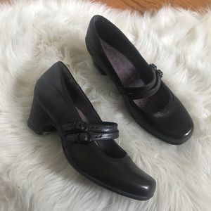 Clarks Mary Jane brown leather heels size 7.5